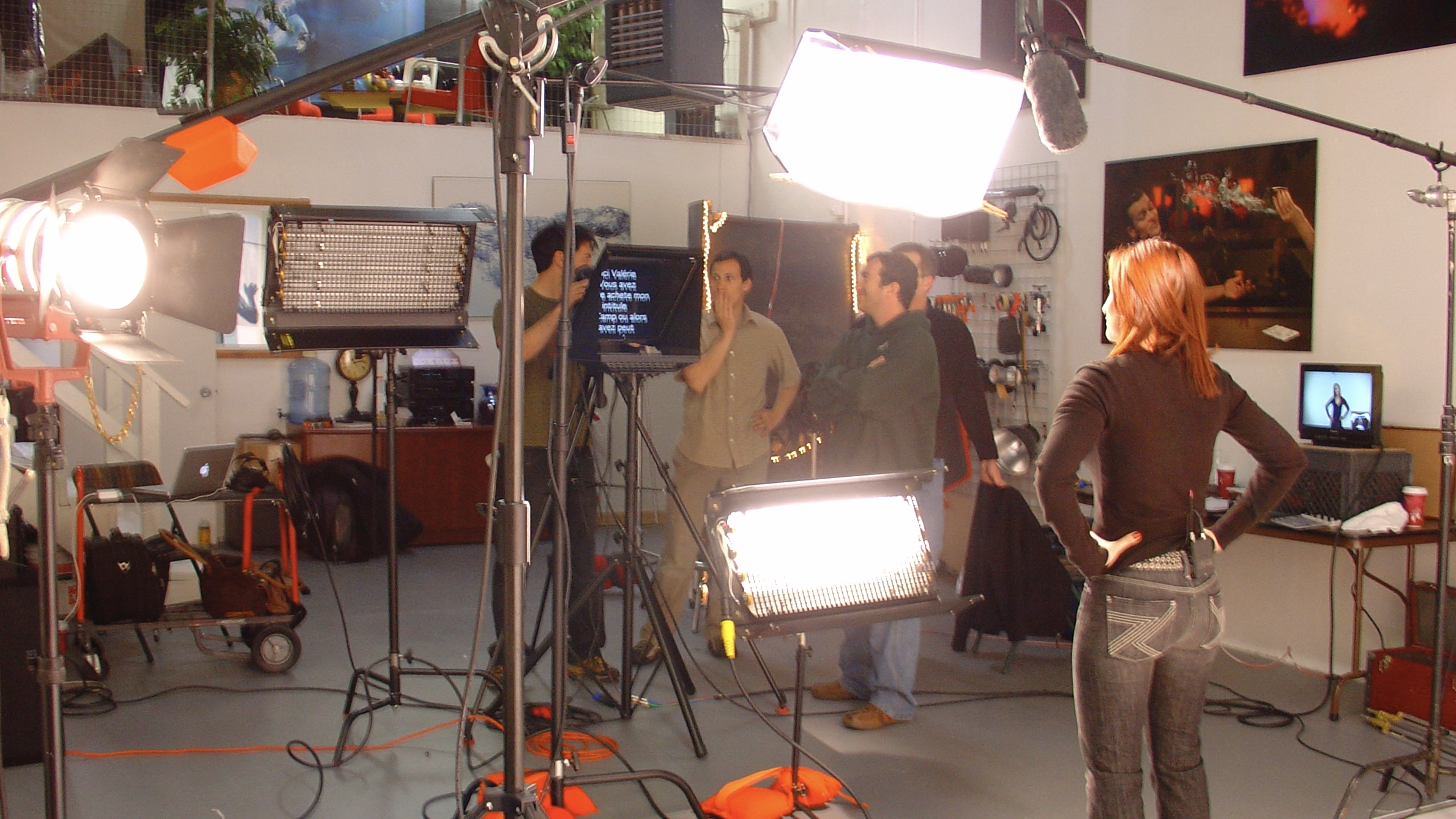 Freestanding On-Camera Teleprompter